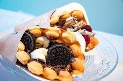 Bubble waffle cu vanilie so fructe image