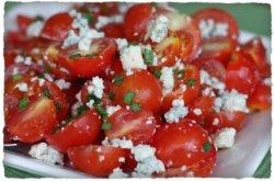 Salată de roșii și brânză