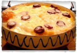 Bulz țărănesc cu șuncă, cârnați, ou, brânză și smântână