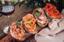 Bruschette con salmon affumicato e avocado image