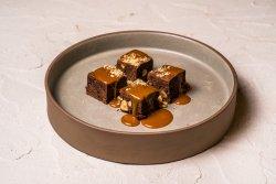 Brownies cu sorbet și caramel cu espresso image