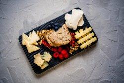 Selecție de brânzeturi maturate românești image