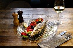 Lup de mare la grătar cu legume image