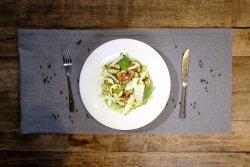 Salată cu dovlecei la grătar, miez de nucă și branză feta image