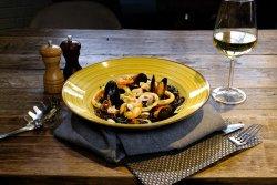 Spaghetti nero di sepia cu fructe de mare image