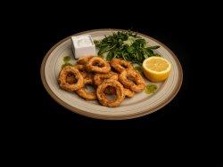 Calamari pane cu sos tzatziki și salată mixtă image