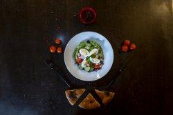 Salată bulgărească și lipie image