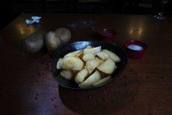 Cartofi românești și sos mayo image