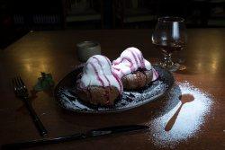 Papanași cu dulceață de vișine image