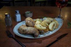 Pulpe de pui la ceaun cu cartofi cu usturoi image