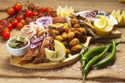 Platou cu delicatese și produse pescărești pentru două/trei persoane image