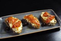 Crostini al salmone e fiordilatte