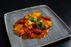 Ravioli in salsa di pomodorini freschi pacchini