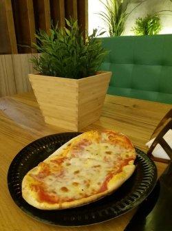 Pizza mică ovală Vesuvio