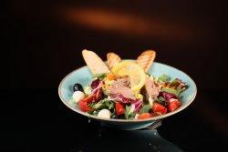 Salată cu piept de pui la gratar