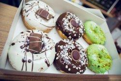 Perfect Duo 6  ( 6 Donuts plus 2 Sticla Limonada 400 ml) image