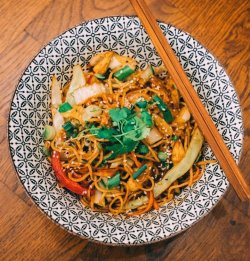Vegetarian Chow Mein image