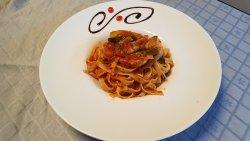 Spaghete cu pui si sos rosu image