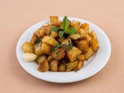 Cartofi prăjiți cu mentă și usturoi