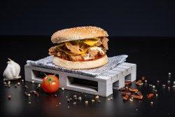 Burger cu piept de pui picant image