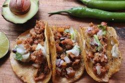 Tacos al pastor & nachos image
