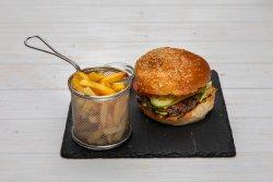 Burger grecesc servit cu cartofi prăjiți + Bere Ursus 330 ml image